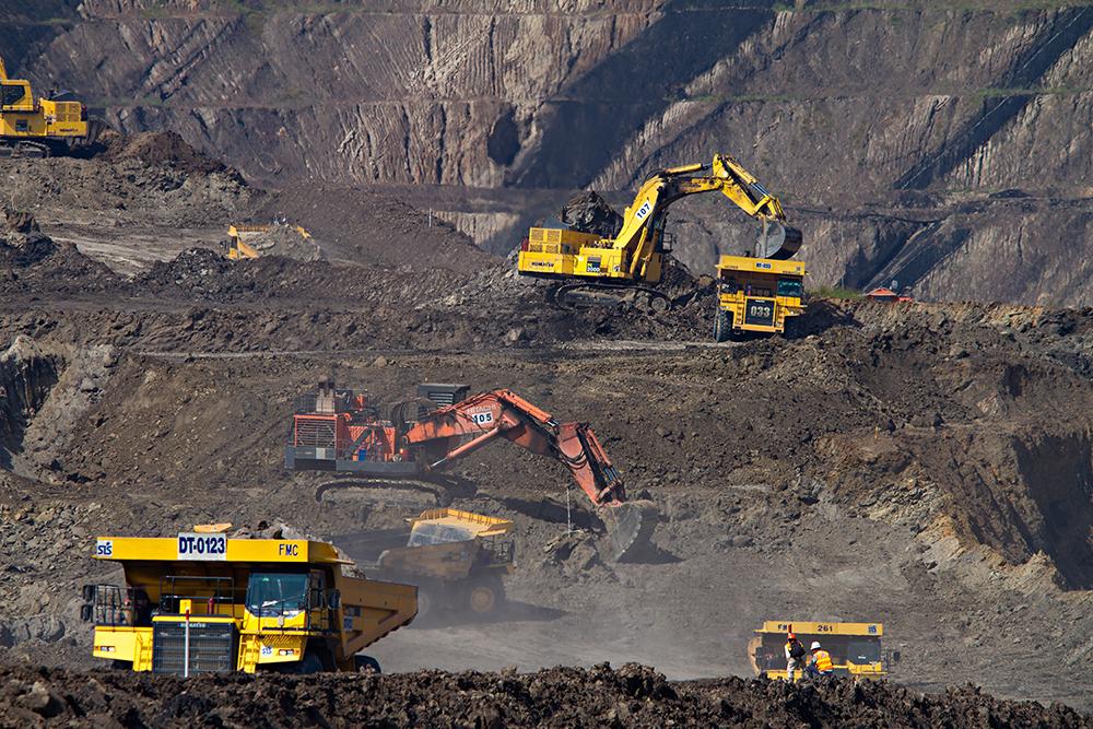 Tratores em uma mineração.